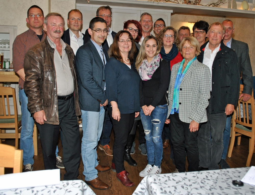Das Foto zeigt die neue Vorstandschaft mit Zweitem Bürgermeister Peter Uschalt.